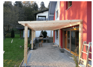 postavljanje lesenih nadstreškov